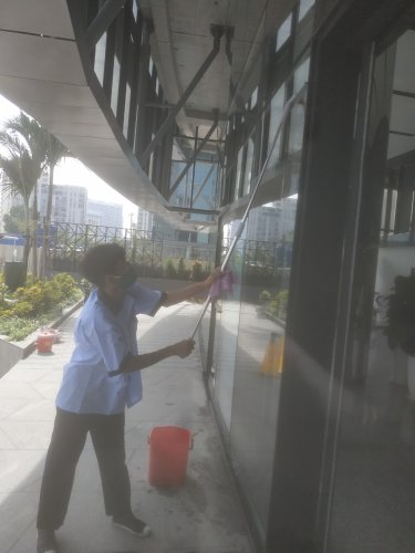 vệ sinh trung tâm thương mại trọn gói